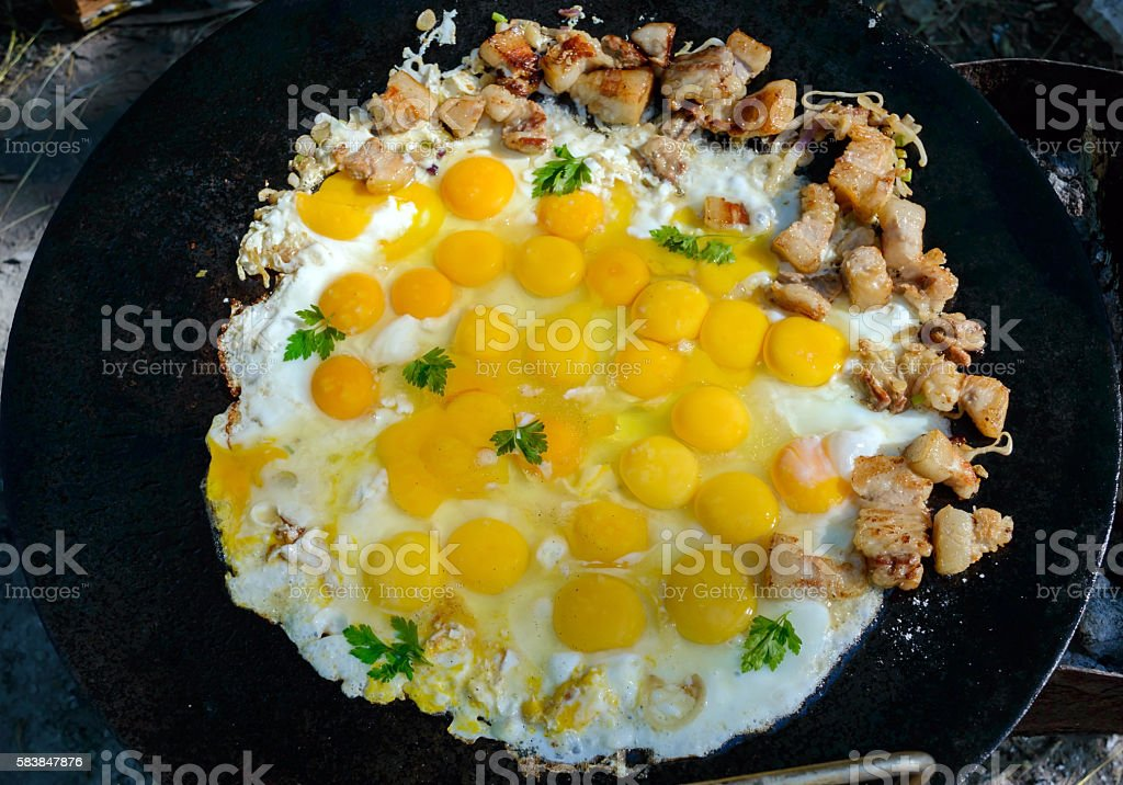 Fried eggs with pieces of pork foto
