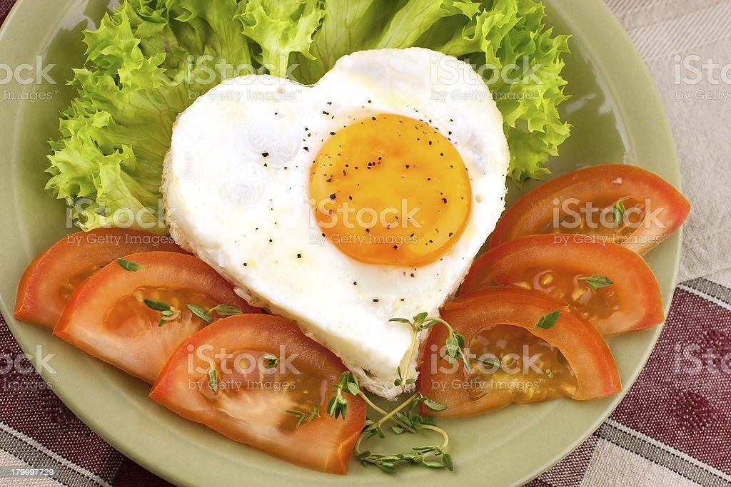 달걀 프라이, 야채면 한 요업 플라테 royalty-free 스톡 사진
