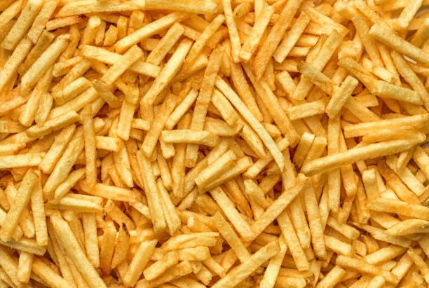 gebakken vette potato chips - patat stockfoto's en -beelden