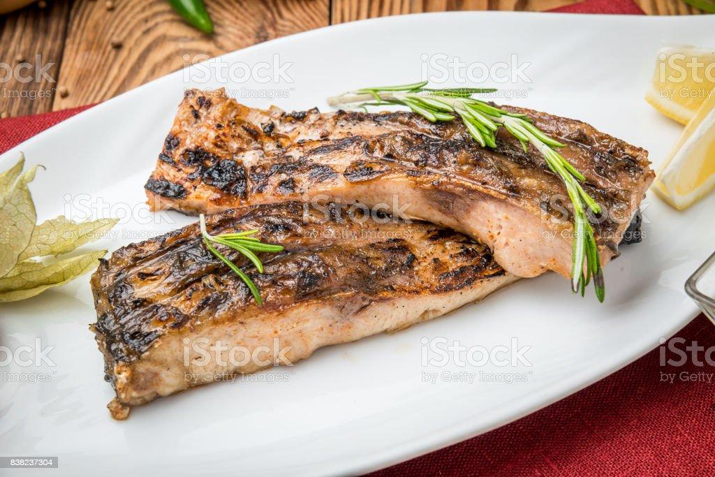 Gebratener Fisch auf dem Grill Karpfen – Foto