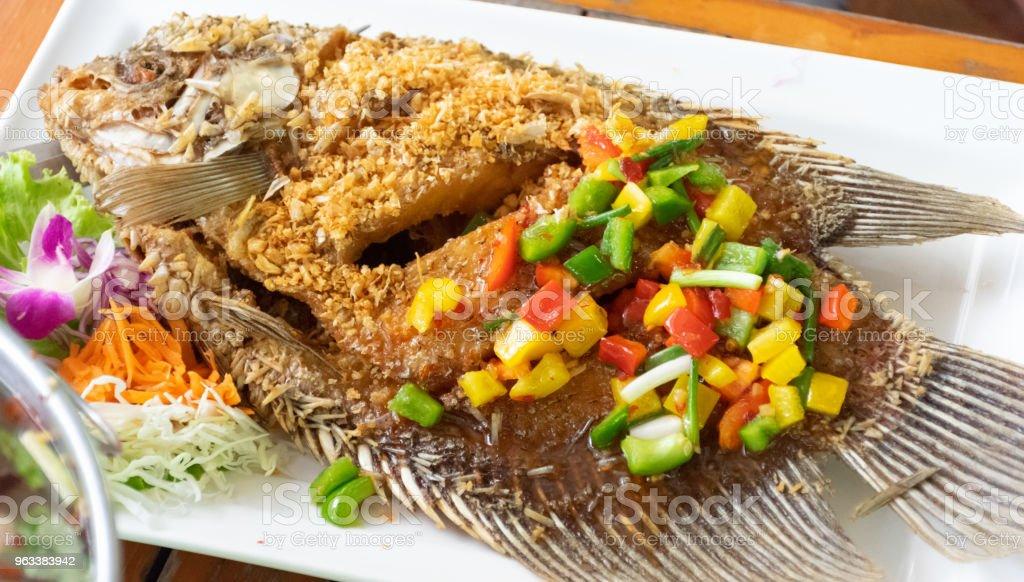 Fried fish garlic mango salad with mango and sweet and sour - Zbiór zdjęć royalty-free (Czerwony)