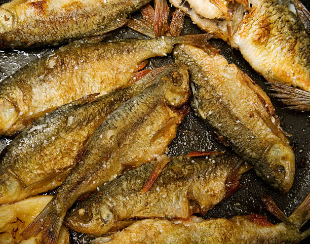 fried fish - frying pan bildbanksfoton och bilder