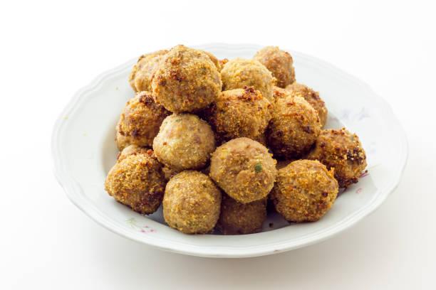 Fried meat meatballs in oil – zdjęcie