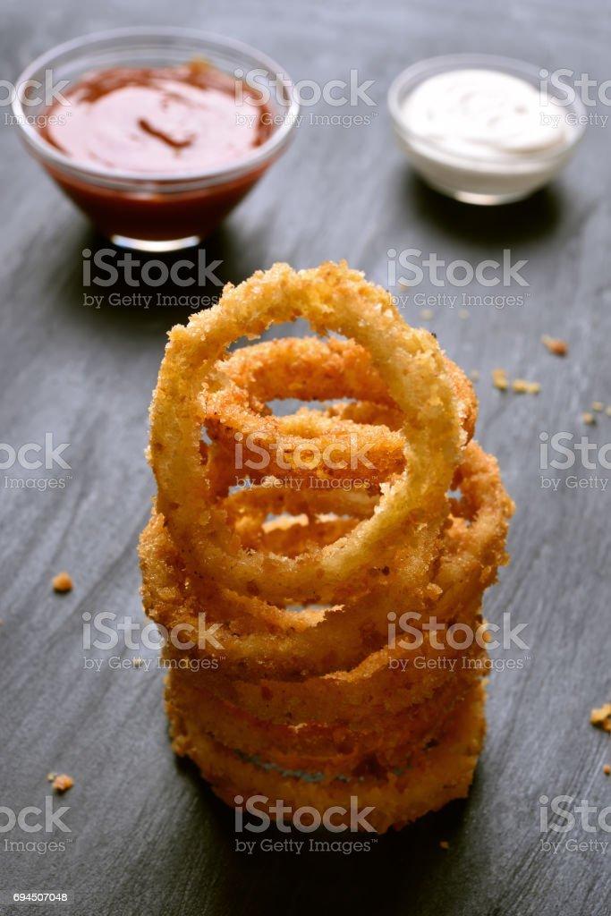 Anéis de cebola fritos - foto de acervo