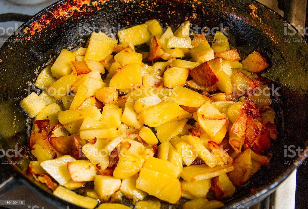 in der Pfanne gebratenen Kartoffeln – Foto