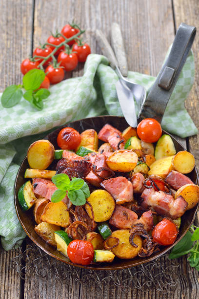Bratkartoffeln mit Schweinehals – Foto
