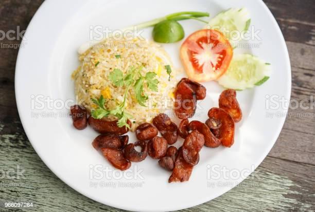 Жареный Рис И Китайская Колбаса Тайская Еда — стоковые фотографии и другие картинки Без людей