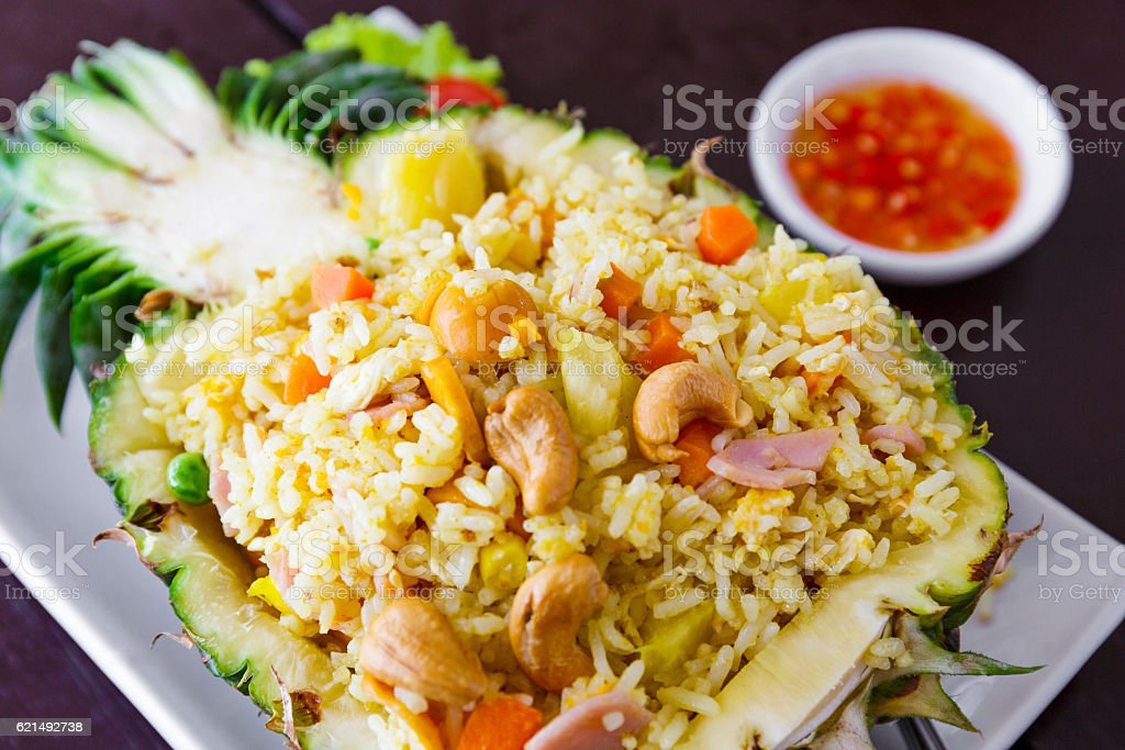 Fried rice and pineapple meal Lizenzfreies stock-foto