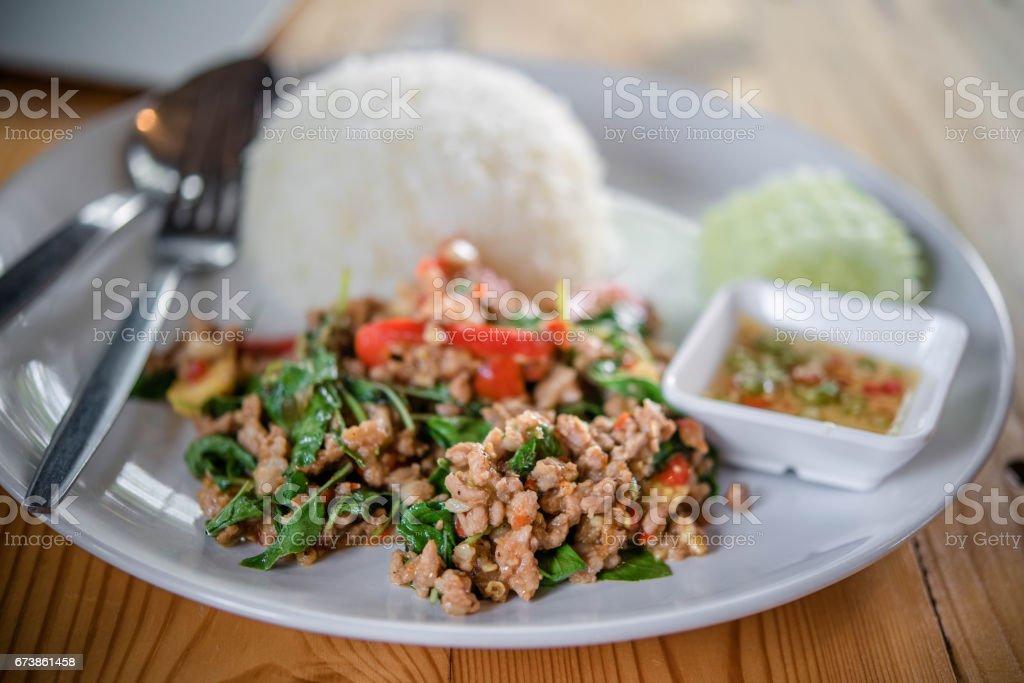 riz sauté au basilic à Bangkok, Thaïlande photo libre de droits