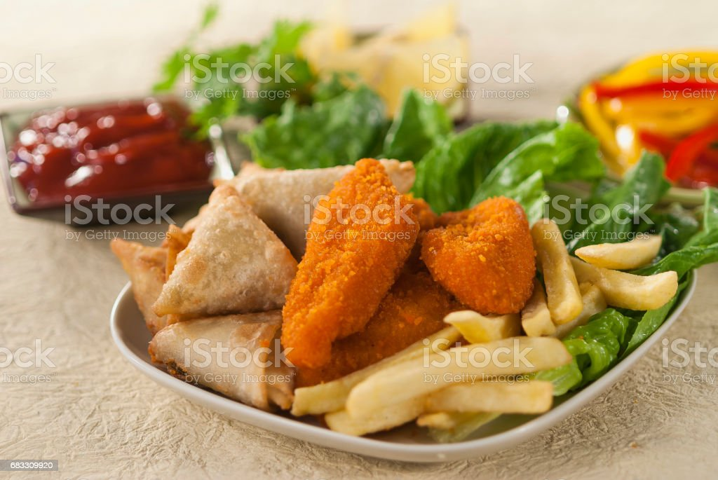 Fried Samosa Chicken Breaded fillets with fries & Vegetables foto stock royalty-free