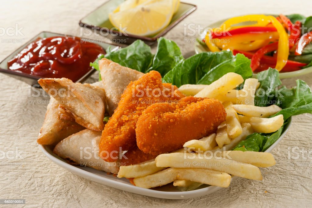 Fried Samosa Chicken Breaded fillets with fries & Vegetables royalty free stockfoto