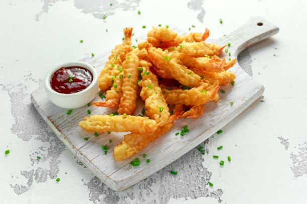 fried shrimps tempura with sweet chili sauce on white wooden board - tempura imagens e fotografias de stock