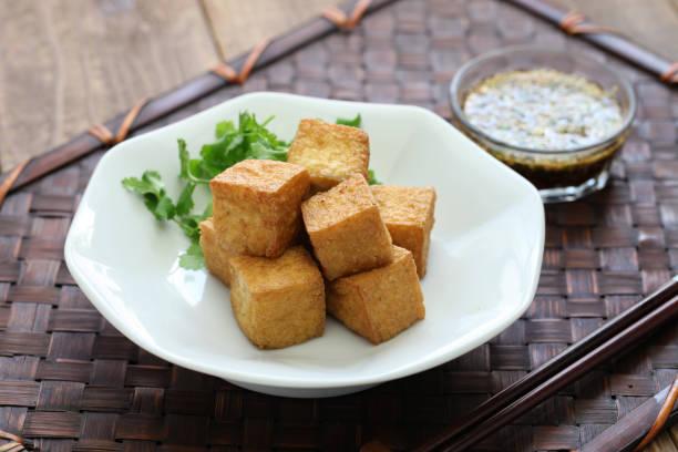 tofu frit avec sauce trempette - Photo
