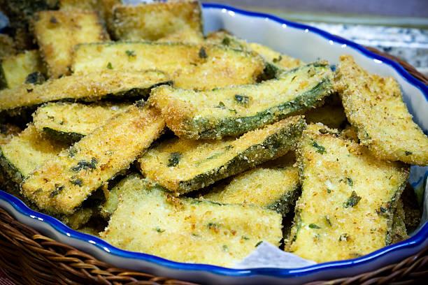 fried zucchini - courgette stockfoto's en -beelden