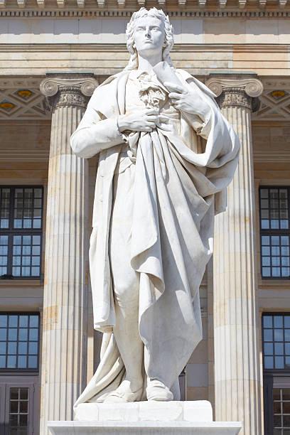 friedrich schiller-statue - universum city kinos stock-fotos und bilder