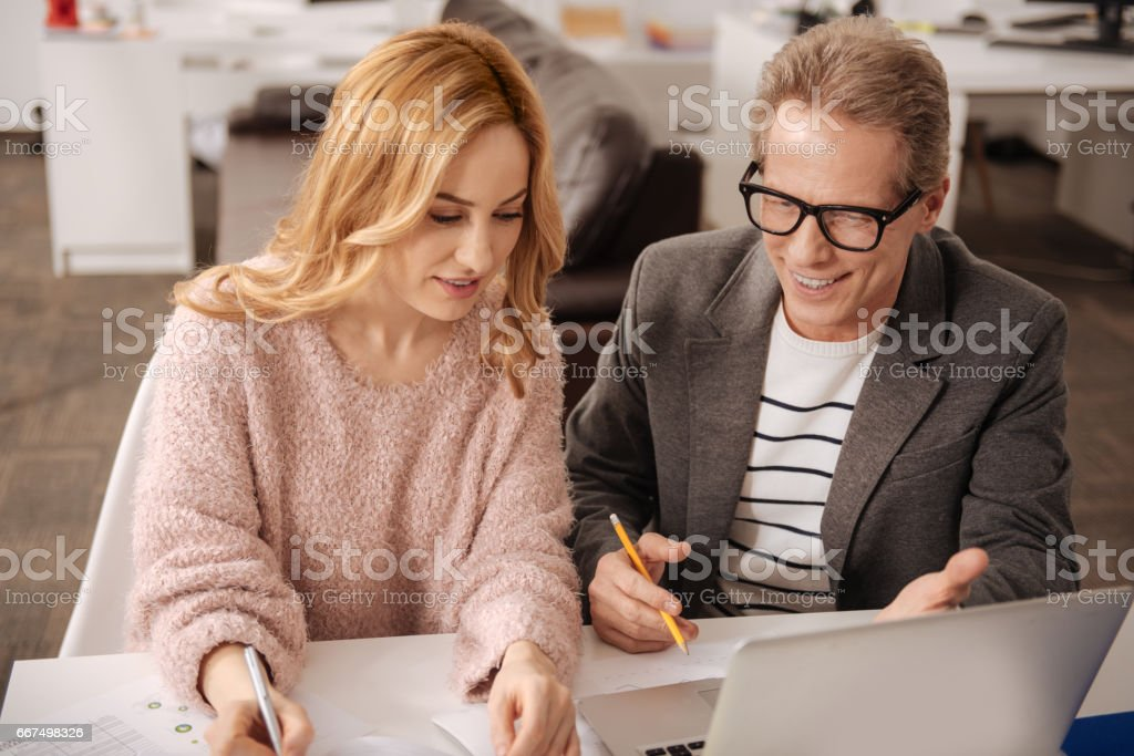 Friendly business coworkers enjoying conversation in the office foto stock royalty-free