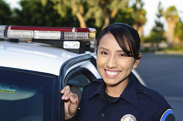 przyjazna kobieta hispanic policjant - policja zdjęcia i obrazy z banku zdjęć