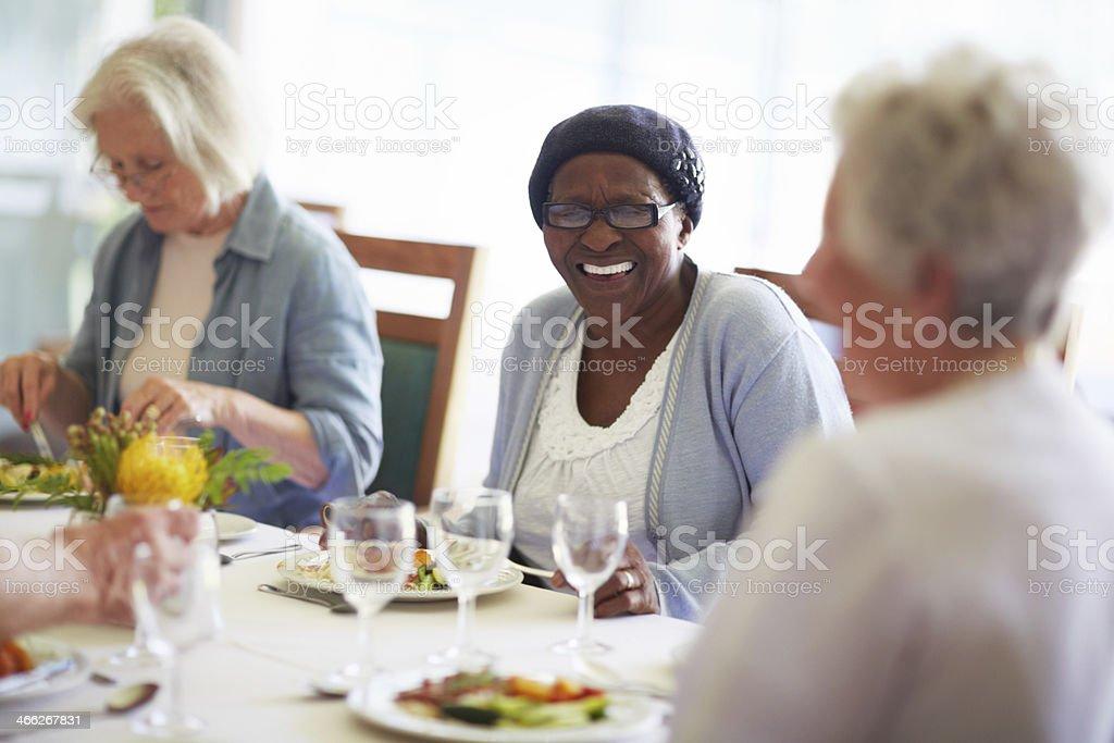 Les rires à l'heure du déjeuner - Photo