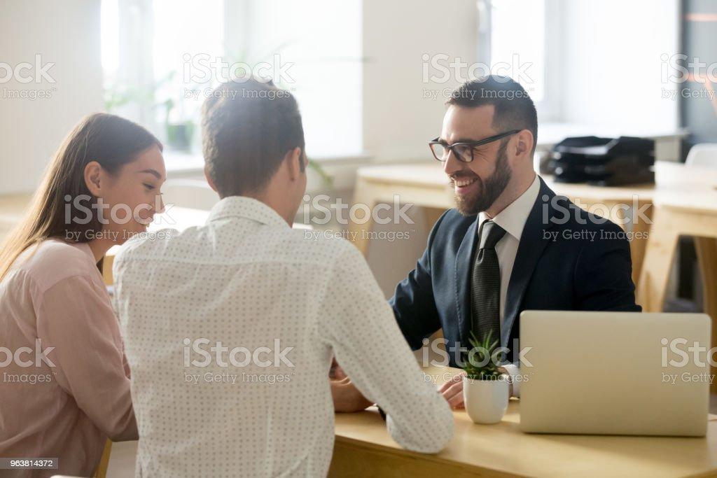 Dostu avukat, mali müşavir takım elbise ya da danışmanlık genç çift stok fotoğrafı