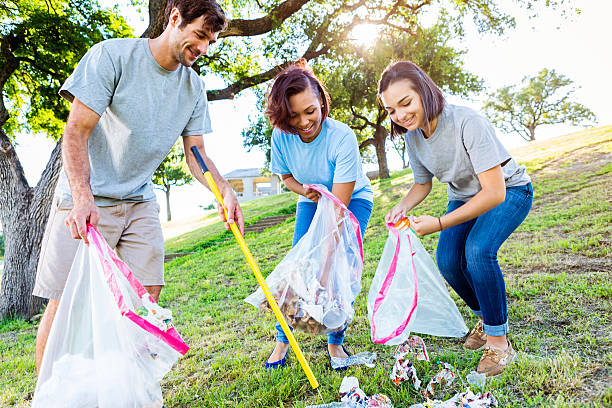 Friendly neighbors help with park clean up - Photo