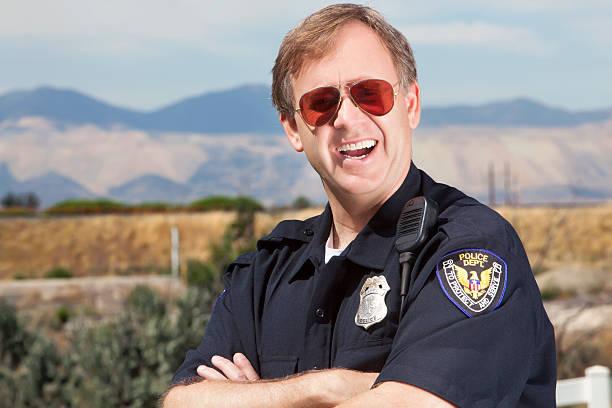 cordial policía - feliz dia del policia fotografías e imágenes de stock