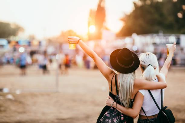 Amis au festival de musique - Photo