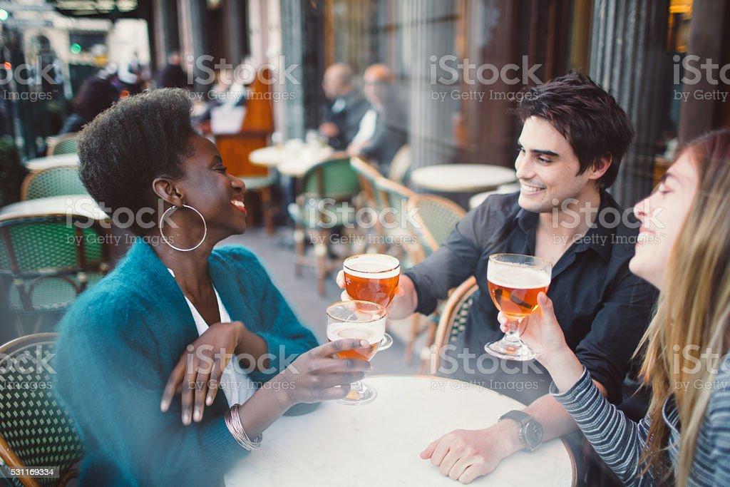 Amici al Café - foto stock