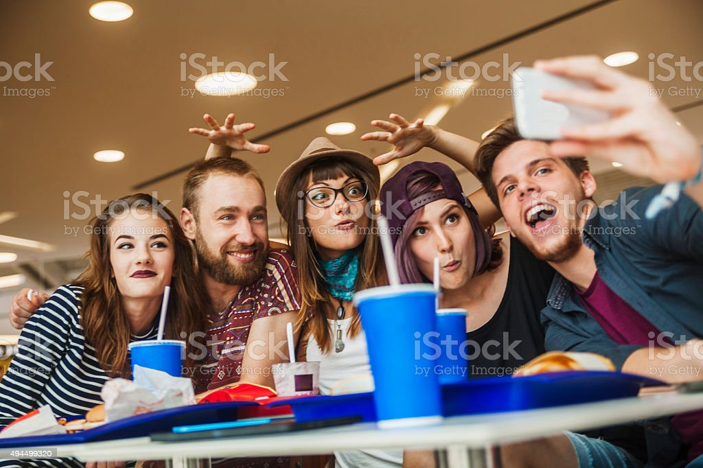 Freunde in der Mall – Foto