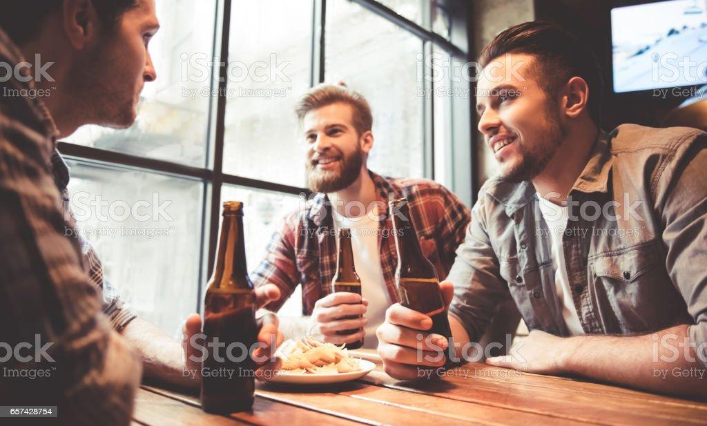 Friends at the pub – Foto