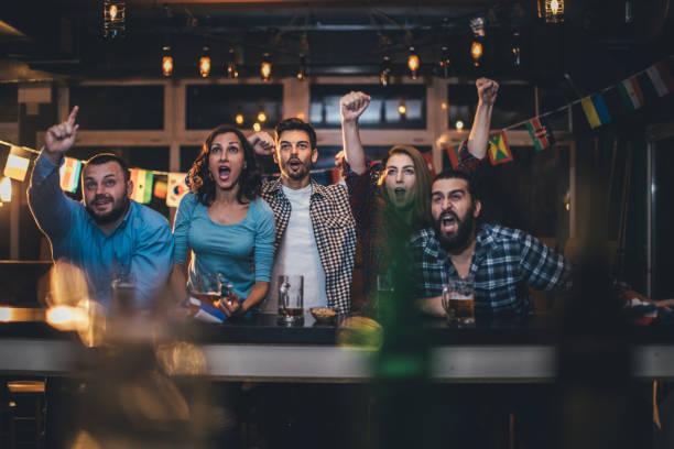 Friends cheering in a pub picture id930930024?b=1&k=6&m=930930024&s=612x612&w=0&h=frk6mnlm1hvmoc6dvwdl6pnfktnfdwmf0hhmhpimndi=