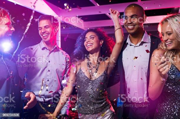 Friends dance at disco club picture id969234506?b=1&k=6&m=969234506&s=612x612&h=m7sxvvhujzyxgfdqrknzlspvcfiyc1u0zjpifxdcjeq=