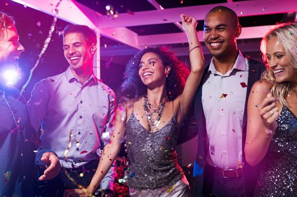 ディスコ クラブで友人のダンス ストックフォト
