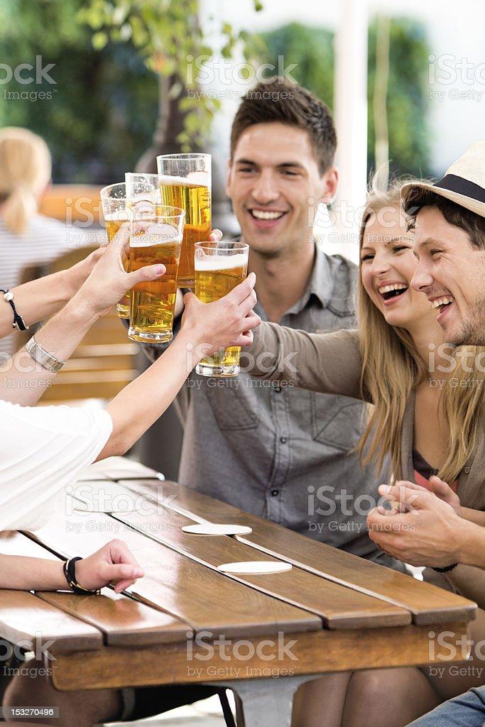 Przyjaciele picia piwa – zdjęcie