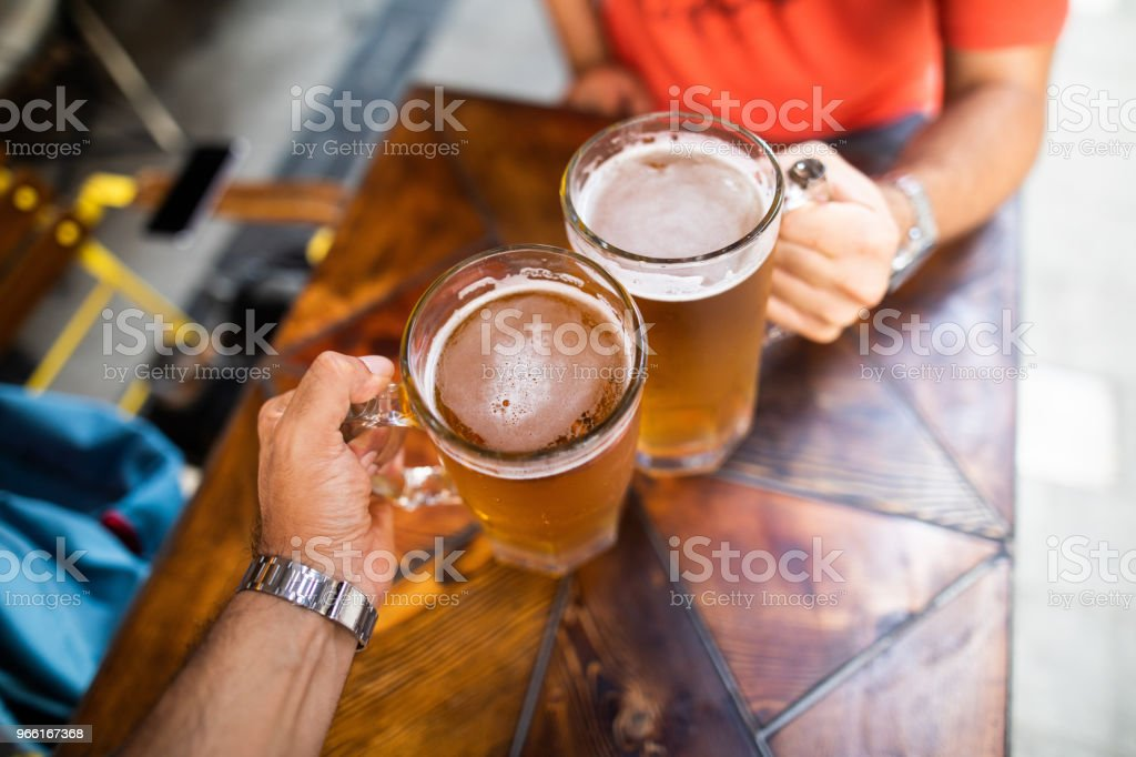 Friends drinking beer - Royalty-free Adulto Foto de stock