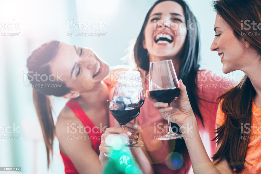 Friends drinking wine in restaurant, having fun - foto de stock