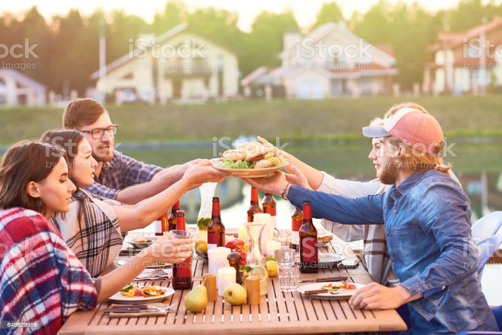 Burgers And Friends