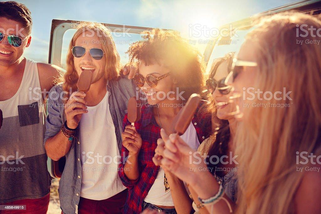 Amis manger glace - Photo