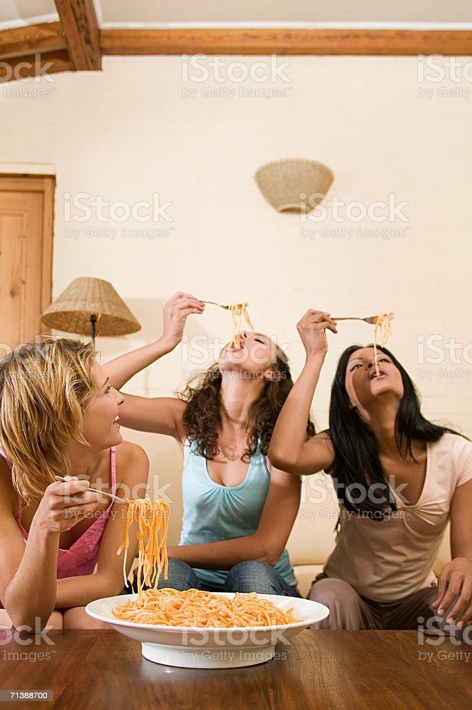 Friends eating spaghetti royalty-free stock photo