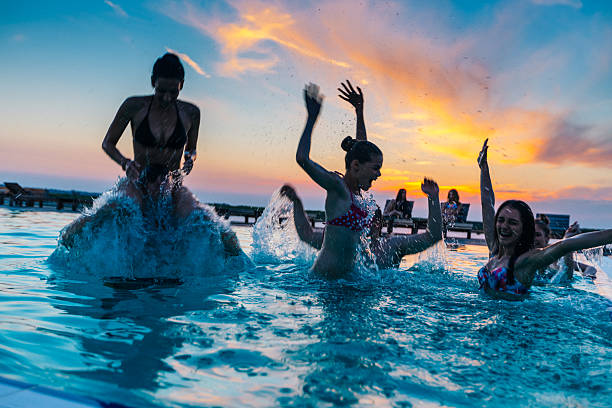 Pool Party Photos Et Images Libres De Droits Istock