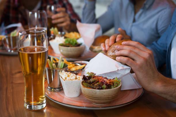 Friends enjoying beer and burgers in bar picture id1136617596?b=1&k=6&m=1136617596&s=612x612&w=0&h=b 1rafskjvddexhaiu4zqtmexl1k8i3nz90ypferegq=
