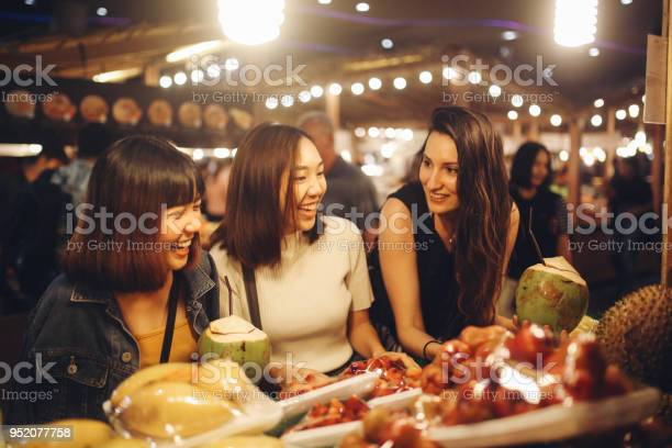 Friends enjoying night time food markets in bangkok picture id952077758?b=1&k=6&m=952077758&s=612x612&h=jbvos3jbenx  utqbrsy4va7mbmp64j2p0ro2l5hl9e=