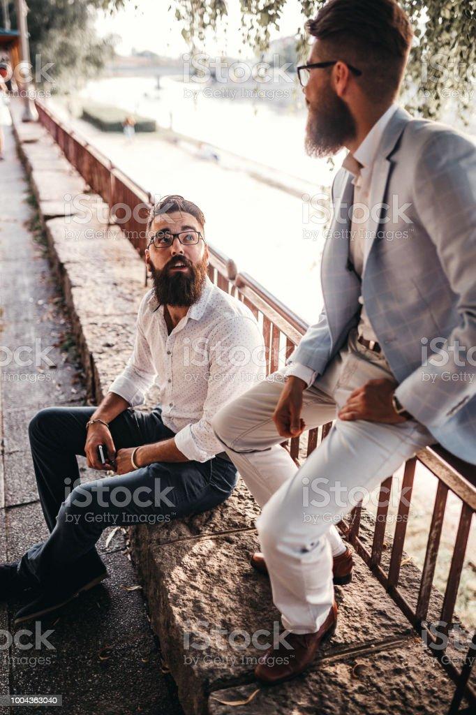 Amigos de trabajo afterwork diversión - foto de stock