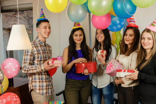 Friends gives a gifts best friend Teenagers celebrate birthday group of friends giving gifts to the birthday girl stock pictures, royalty-free photos & images