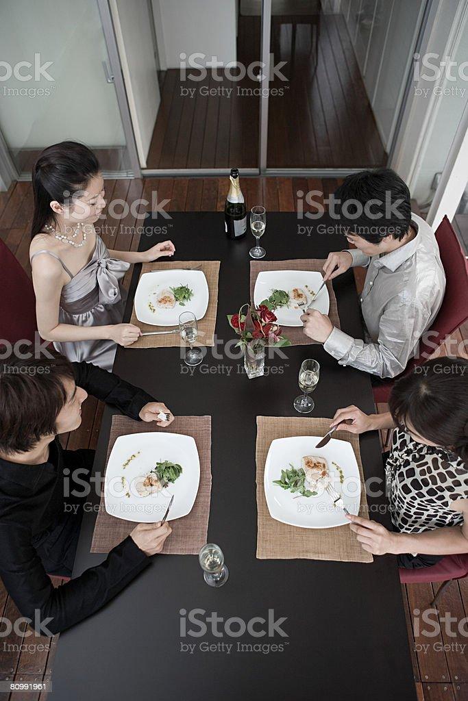 ご友人とのお食事が、 ロイヤリティフリーストックフォト