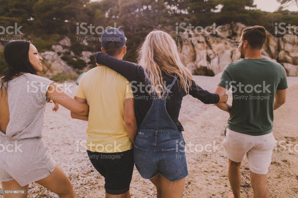 Freunde, die Spaß am Strand – Foto