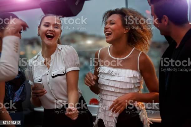 Friends having fun at the nightclub picture id871549312?b=1&k=6&m=871549312&s=612x612&h=dwvij3r49o vdconbr0s8wrunzja9vhbqzyo jljmsa=