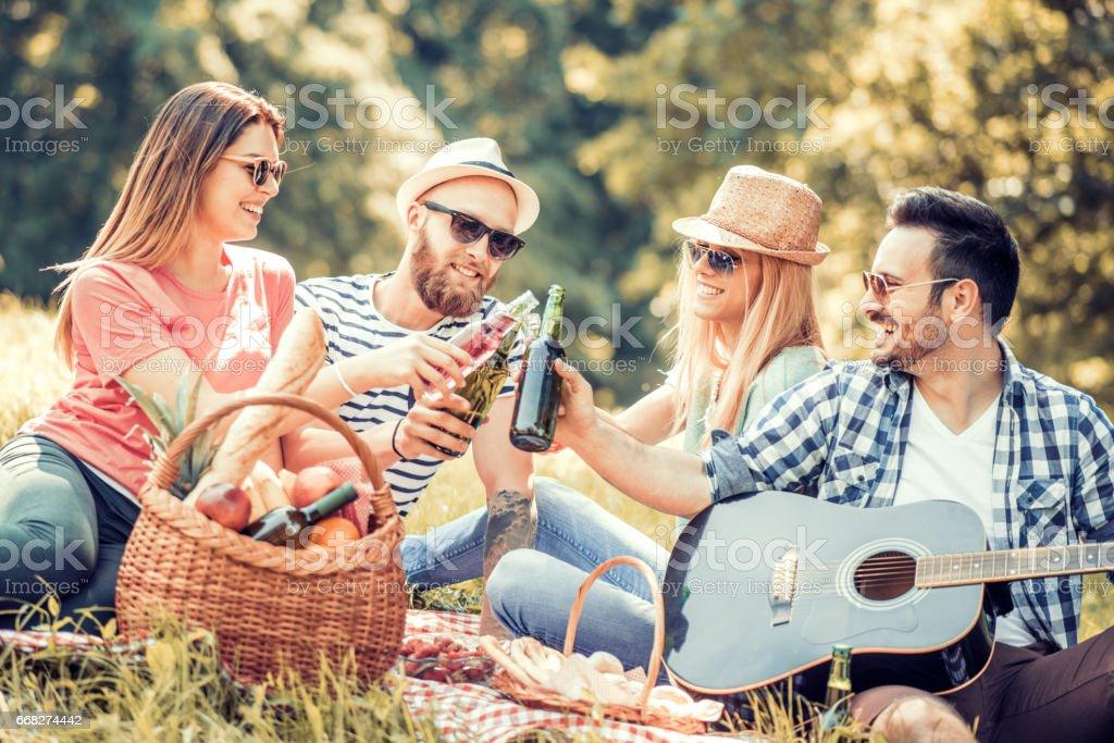 Friends having fun outdoors foto stock royalty-free