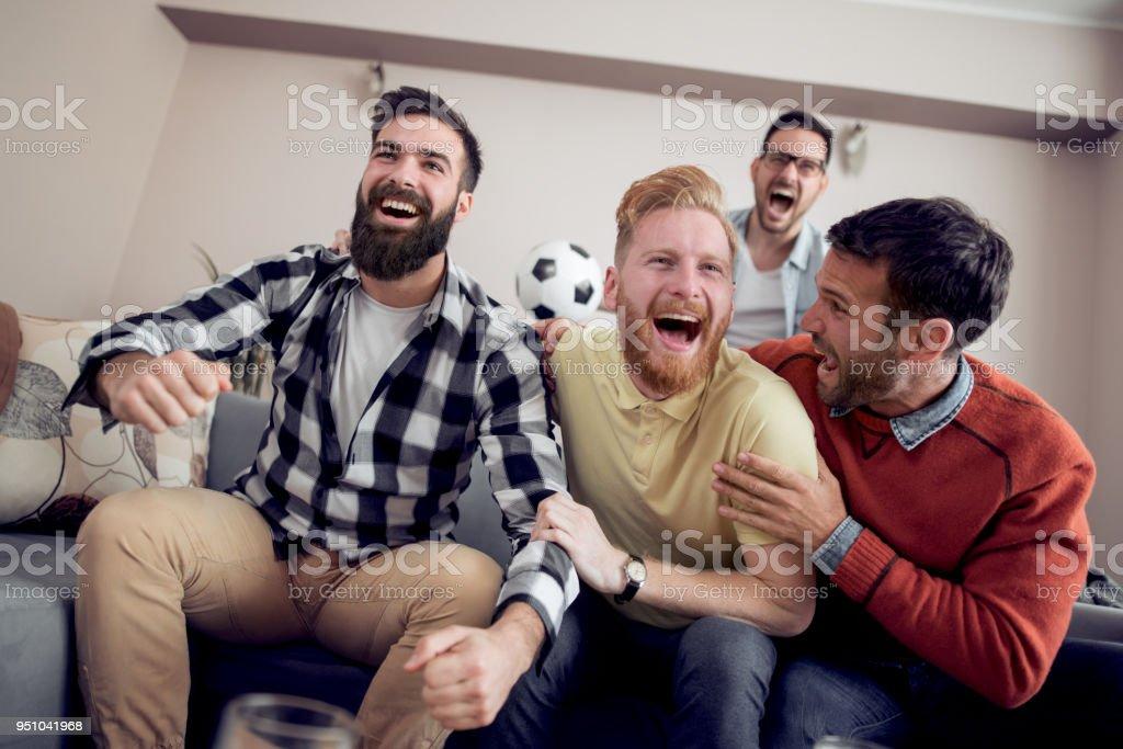 Freunde, die tolle Zeit zu Hause – Foto