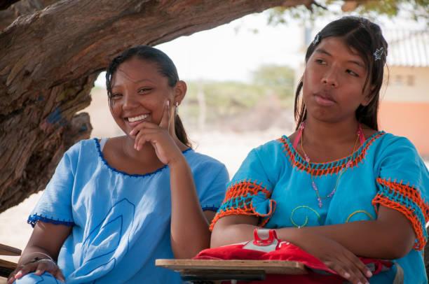 Freunde in der Wüste von La Guajira Lächeln auf den Lippen. . Kolumbien – Foto