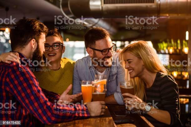 Friends in the pub picture id916475400?b=1&k=6&m=916475400&s=612x612&h=2hv 7nf0vzrgnagdgolw bma6kexe02ezp9rlijtrnq=